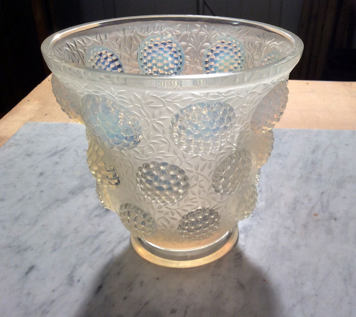 Verlys Vase Gems Of Opalescent Glass Catawiki