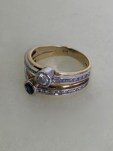 Gold ring with sapphire and 0.40 ct diamonds