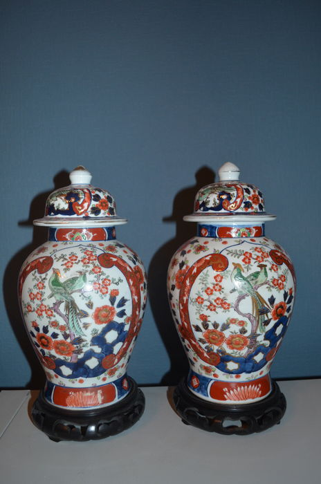 Set Of Golden Imari Vases With Lid And Wooden Plinth Japan First