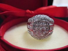 White gold ring with 3.75 ct diamonds