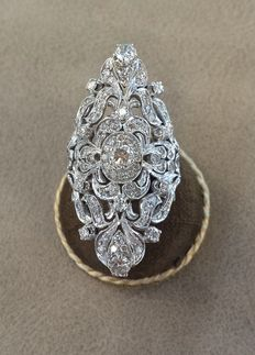 Gold fantasy ring with natural diamonds