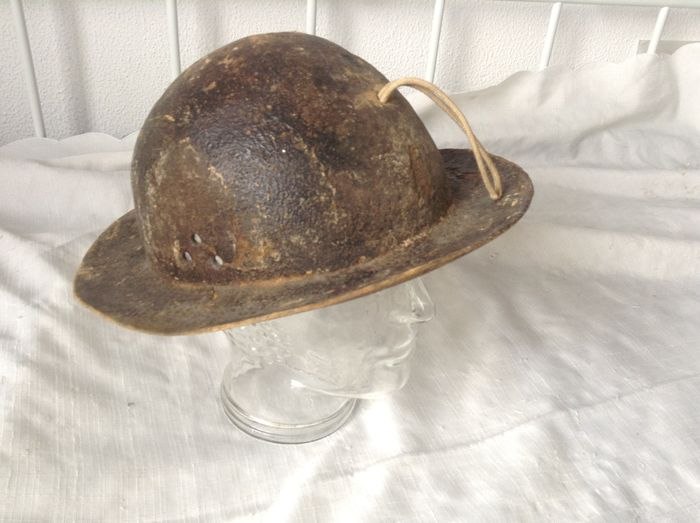 casque de mineur cuir catawiki. Black Bedroom Furniture Sets. Home Design Ideas