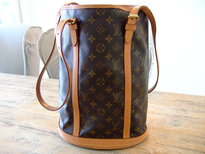 3a340a3f7 Louis Vuitton – Shoulder / Bucket Bag - with attached purse - Catawiki