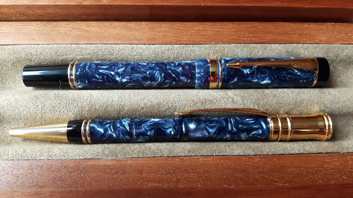 Parker Duofold Centennial Set In Blue Marble Fountain