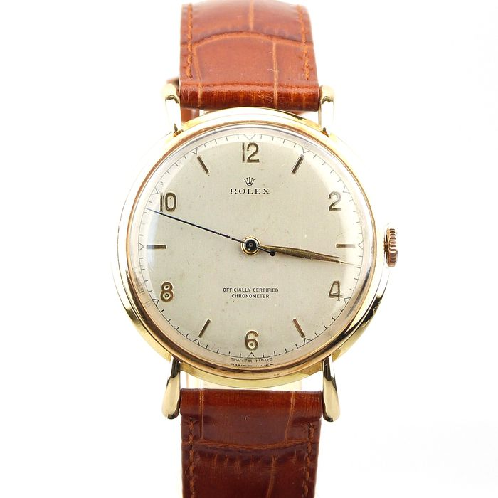 Vintage Rolex. Model Ref: 4224 from 1948. Men's luxury watch. 18 kt yellow gold case and leather strap.