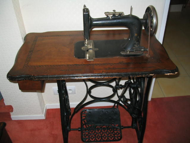 NEW HOME Sewing Machine With Pedal 40th Century Catawiki Cool New Home Sewing Machine Antique