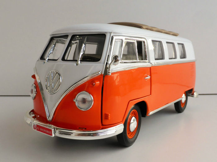 Road Signature / Lucky Diecast - Schaal 1/18 - Volkswagen Microbus 1962 Sunroof edition