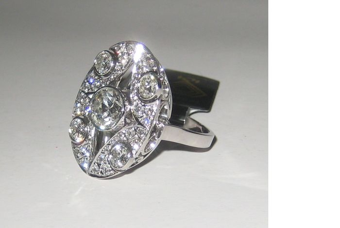 White gold ring, set with 41 brilliant-cut diamonds of approx. 2.15 ct in total, 16.85/53, with IGI jewellery report