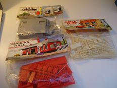 Airfix H0 - 4011/4004/4009 - 3x model built buildings / associated sets from 1962