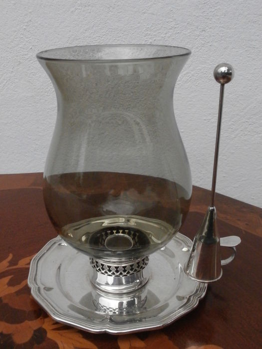candle snuffer how to use