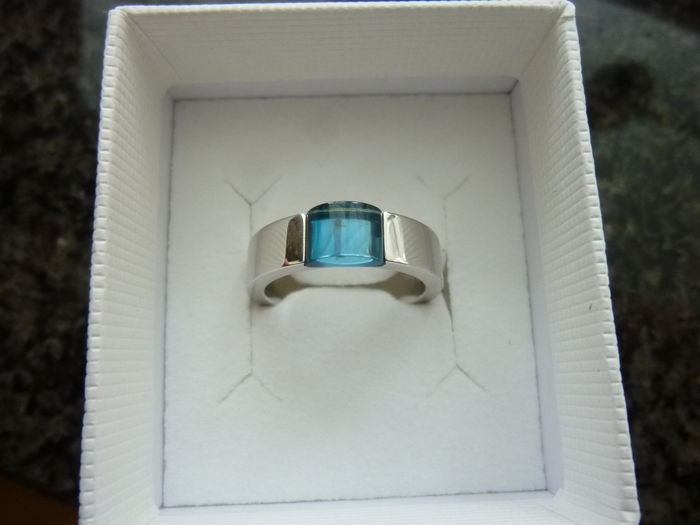 authentic 18 kt white gold ring Gucci with blue topaz
