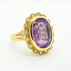 Gold ring with 22.00 ct amethyst and 0.32 ct in diamonds