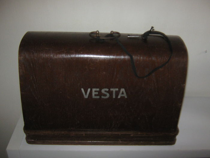 Vesta sewing machine with original instruction manual - Catawiki