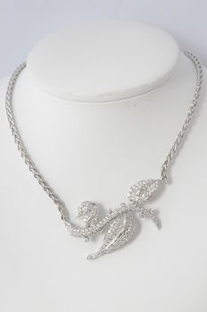 Platinum floral shaped choker richly set with diamonds, 5.00 carat - Length: 47.5 cm