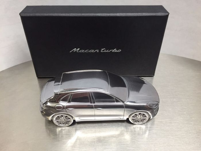 Porsche Macan Turbo Dealer's Model. Limited Edition in solid aluminium - Scale 1/43
