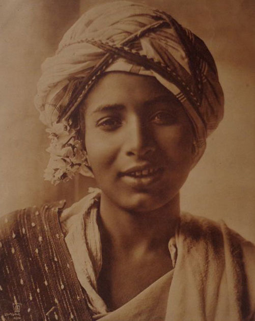 Lehnert and Landrock (active 1904-1914) - Portrait of a young Tunisian woman