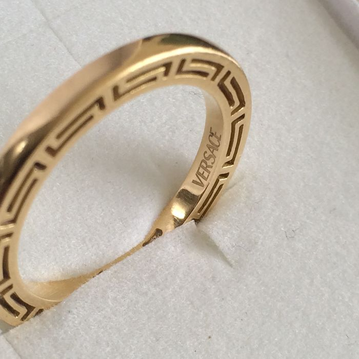 0ee7418579 Anello VERSACE a fascia in oro 18 kt, nuovo - Catawiki