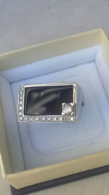 Signed by Zanoni – Ring in 18k white gold with onyx and diamonds 0.43 ct - Size 14/15 (IT)