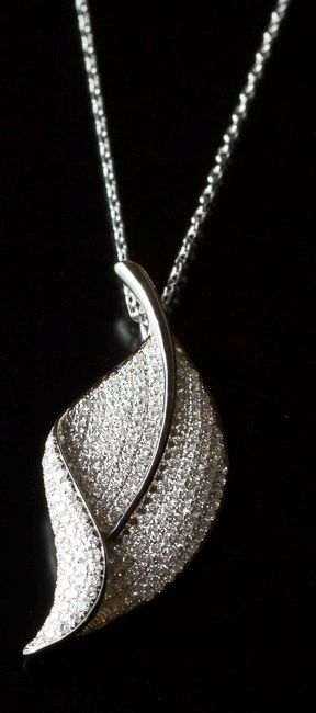 18 kt white gold leaf pendant set with diamonds 0.90ct (90 x 0.01ct ), F colour and VS clarity set in a pave setting and comes with 18inch long  trace chain