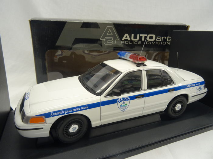 Autoart Scale   Ford Crown Victoria Police Car