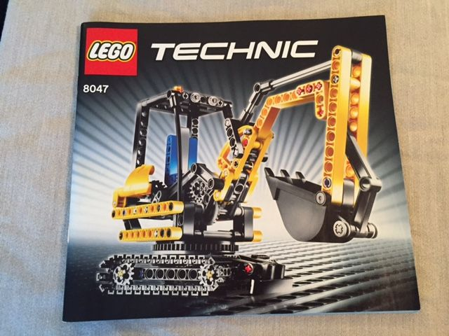 Technic - 8047 + 8067 - Compact Excavator + Mini Mobile Crane - Catawiki