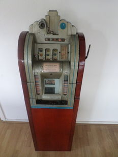 Mills Extraordinary in console - 1930s slot machine.