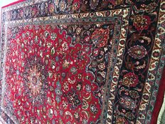 Beautiful original Persian ROYAL MASCHAD with plant based colours.  PERSIA -  approx.  300 x 400 - in good condition -  free speedy delivery to Europe!