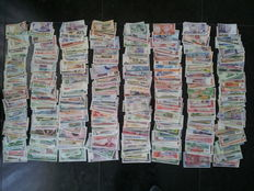 World – Collection of 800 different banknotes from all over the world