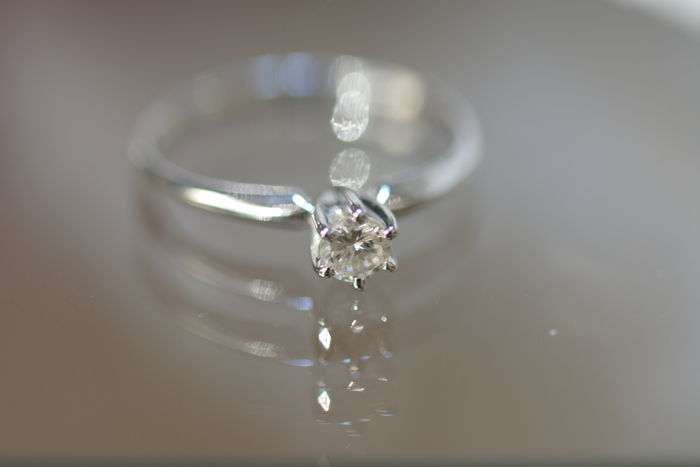 Solitaire ring in 14 kt white gold with a 0.25 ct diamond - size 17.