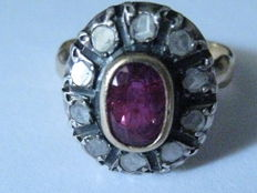 Gold ring with ruby weighing  1.30 ct