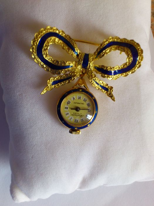 Antique brooch with watch pendant in 18 kt gold