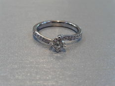 18k Gold Solitaire diamond ring - 0.40ct / 0.12ct  I, SI1 - size 52