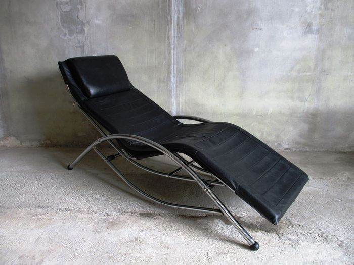 Chaise Longue Leer : Maker unknown u sleek design chaise longue in chrome and black