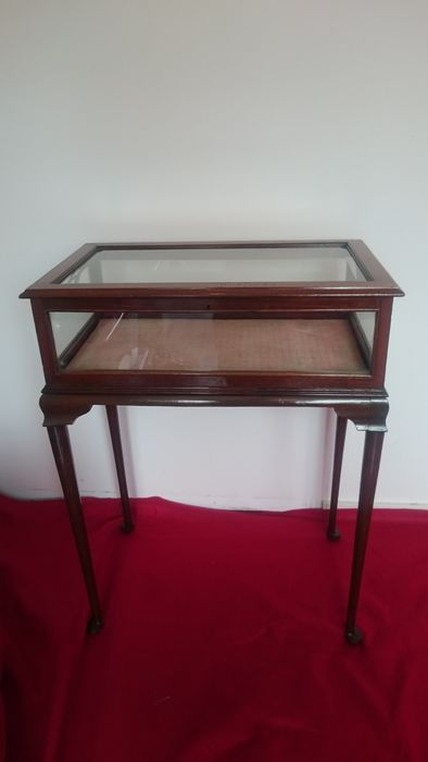 A Queen Anne Style Mahogany And Glass Display Table   England   19th Century