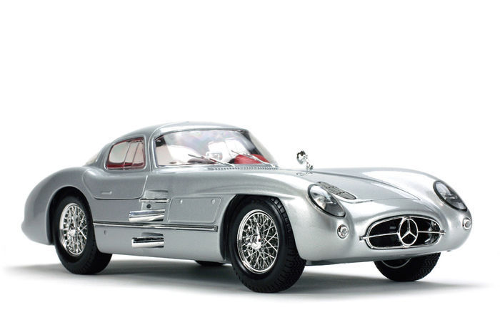 Maisto - Scale 1/18 - Mercedes-Benz 300 SLR Coupe 'Uhlenhaut' - Colour Silver