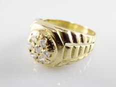 18 kt yellow gold men's ring with 7 diamonds, approximately 0.60 ct