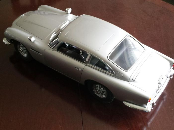 Aston Martin DB 5   Scale Model Kit 1/8   Build Your Own