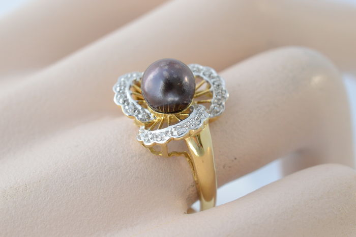 Yellow gold flower ring 18 kt set with a large pearl and diamonds yellow gold flower ring 18 kt set with a large pearl and diamonds mightylinksfo