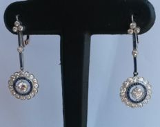 'Bird's eye' earrings from the 1950s with diamonds of 2.76 ct in total and blue sapphires of 0.90 ct in total