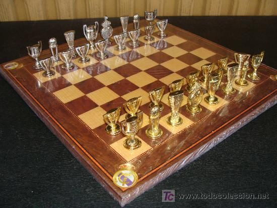 Real Madrid Official Chess Set - Catawiki