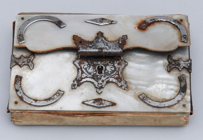 19th century sewing kit of mother of pearl - chiselled steel and satin