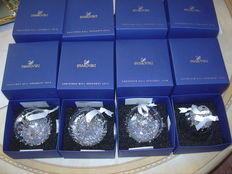 Swarovski - Limited edition Christmas ornaments - Christmas bauble 2013, 2014, 2015 - Christmas bell 2015