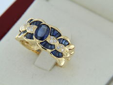 Ring in 18 kt gold + sapphires + diamonds – Size: 56