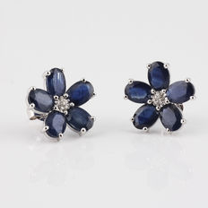 New 18 kt white gold earrings with sapphires and diamonds.