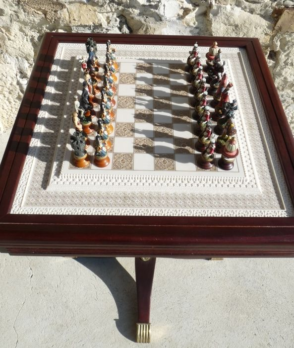 Franklin Mint - Collector chess table \