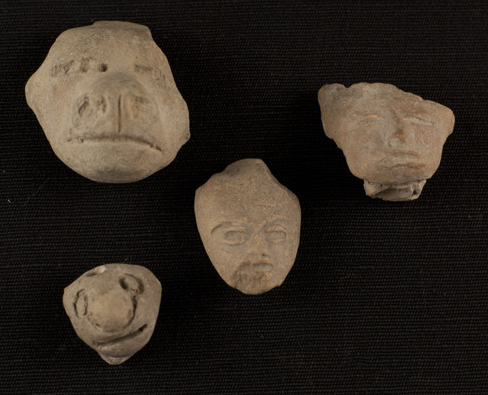 4 Teotihuacan heads. 2cm- 4cm (4)