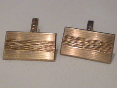 A pair of 14 kt vintage yellow gold cufflinks.
