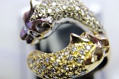 Gold ring with 0.60 ct diamonds.