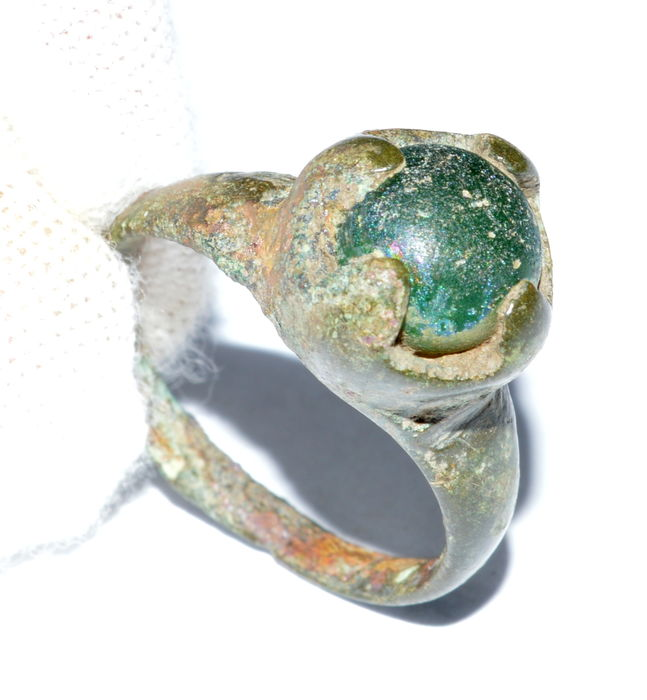 Early medieval bronze Saxon ring with blue gem inserted in bezel - 17mm