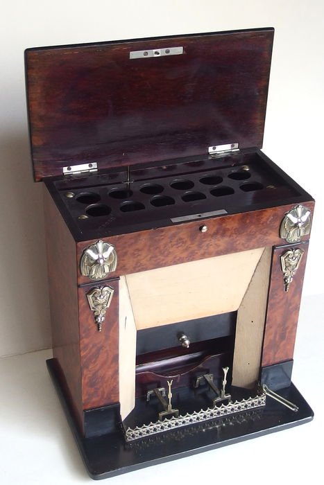 Exceptional Cigar case with music box, walnut burl veneer, in the shape of a fireplace, end 19th century